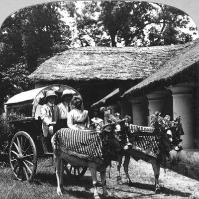 Leaving the Dak Bungalow for a 'Bile-Gharry, Belgaum District, Southern India, 1900s