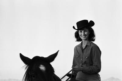 https://imgc.artprintimages.com/img/print/lee-archer-24-riding-a-horse-at-o-b-llyod-stables-in-scottsdale-arizona-october-1960_u-l-q1311gx0.jpg?p=0