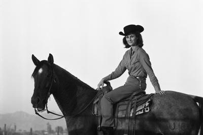 https://imgc.artprintimages.com/img/print/lee-archer-24-riding-a-horse-at-o-b-llyod-stables-in-scottsdale-arizona-october-1960_u-l-q1311hd0.jpg?p=0