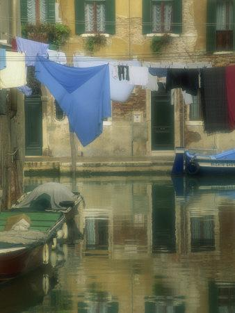 Laundry Hung over Canal to Dry, the Ghetto, Venice, Veneto, Italy, Europe