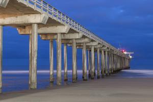 Scripps Pier II by Lee Peterson