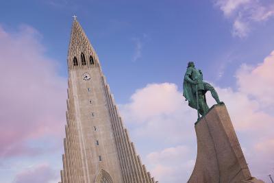 Leifur Eriksson Statue, Hallgr'mskirkja, Reykjavik, Island-Rainer Mirau-Photographic Print