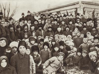 Lenin and Krupskaya Among Peasants at the Opening of the Kashino Electric Power Station--Photographic Print