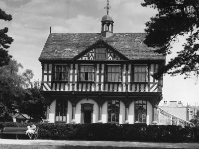 Leominster Grange House--Photographic Print