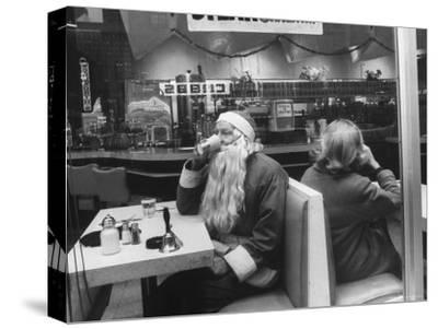 "Santa Taking a ""Coffee Break"" During NYC Christmas Season"