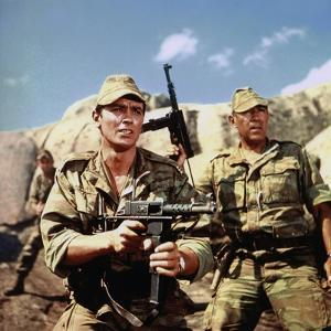 Les Centurions LOST COMMAND by MARK ROBSON with Alain Delon and Anthony Quinn, 1966 (photo)