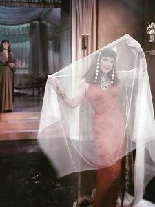 Les Dix Commandements THE TEN COMMANDMENTS by CecilBDeMille with Anne Baxtern, 1956 (photo)