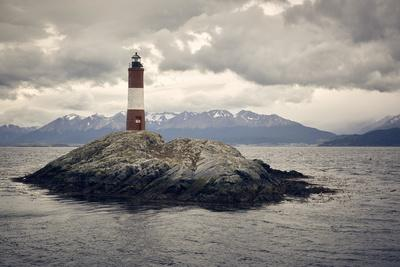https://imgc.artprintimages.com/img/print/les-eclaireurs-lighthouse-tierra-del-fuego-argentina-south-america_u-l-q1br7r00.jpg?p=0