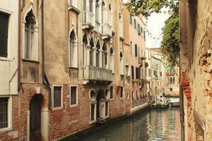 Venice Waterway by Les Mumm
