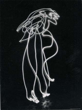https://imgc.artprintimages.com/img/print/light-drawing-of-figure-by-pablo-picasso-using-flashlight_u-l-p47m4q0.jpg?artPerspective=n