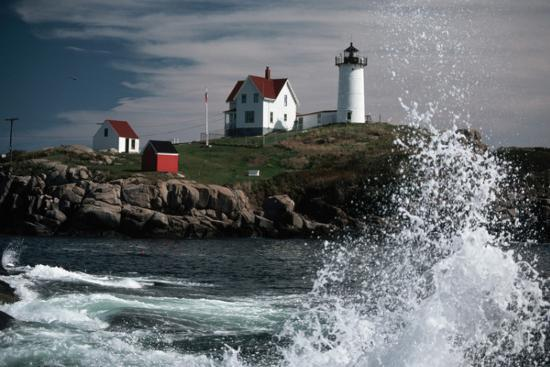 lighthouse-and-water-splash