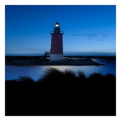 https://imgc.artprintimages.com/img/print/lighthouse-at-night-iv_u-l-q1gwhxf0.jpg?p=0
