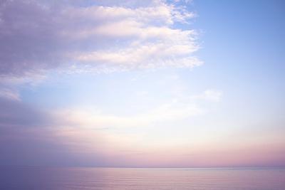 https://imgc.artprintimages.com/img/print/lilac-clouds-over-the-ocean_u-l-q1bxwr50.jpg?p=0
