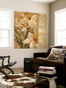 Champagne Daffodils I by Linda Thompson
