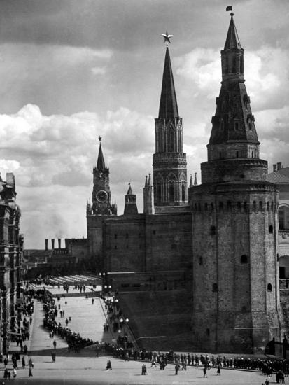 Line of Russians Along Street in Front of the Kremlin-Margaret Bourke-White-Photographic Print
