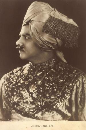 https://imgc.artprintimages.com/img/print/linga-singh-sultan-der-malediven-portrait-turban_u-l-prb03r0.jpg?p=0