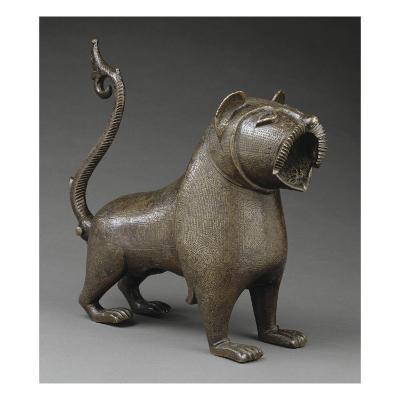 Lion à queue articulée--Giclee Print