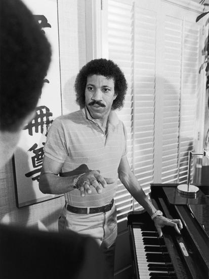 Lionel Richie, 1982-Vandell Cobb-Photographic Print