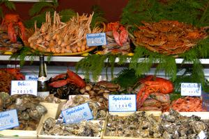 France, Paris, seafood restaurant display by Lisa Engelbrecht