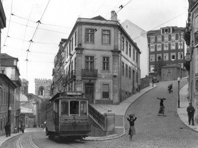https://imgc.artprintimages.com/img/print/lisbon-street-scene-with-tramcar_u-l-p4typg0.jpg?p=0
