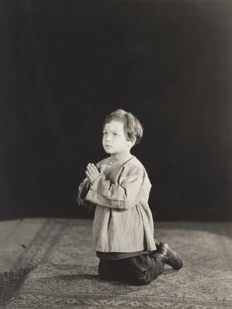https://imgc.artprintimages.com/img/print/little-boy-kneeling-in-prayer_u-l-q1bw54u0.jpg?p=0