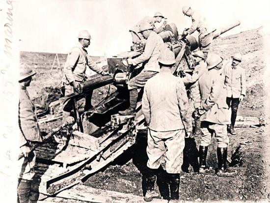 Loading shell into 155 mm gun, c1914-c1918-Unknown-Photographic Print