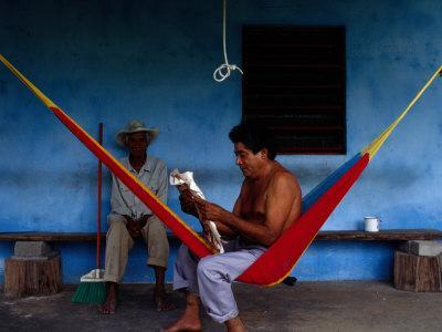 https://imgc.artprintimages.com/img/print/locals-resting-on-the-porch-in-chichicapa-tabasco-mexico_u-l-p20fau0.jpg?p=0