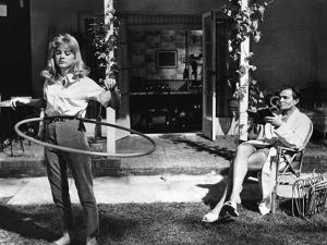 LOLITA, 1962 directed by STANLEY KUBRICK Sue lyon / James Mason (b/w photo)