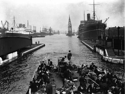 London Docks--Photographic Print