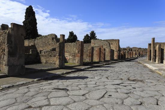 Long Cobbled Street, Roman Ruins of Pompeii, UNESCO World Heritage Site, Campania, Italy, Europe-Eleanor Scriven-Photographic Print