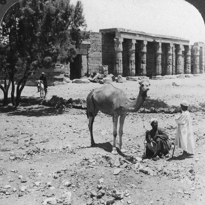 https://imgc.artprintimages.com/img/print/looking-north-to-the-temple-of-sethos-i-thebes-egypt-1905_u-l-q10lw9l0.jpg?p=0
