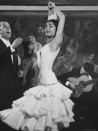 Dancer Maria Albaicin, Dancing in Corral de La Moreria, Rio de Janeiro