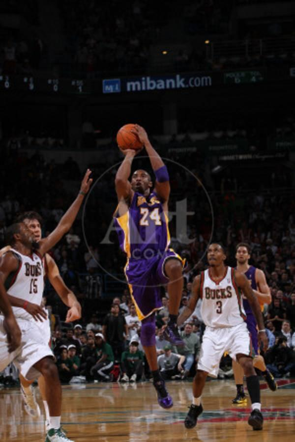 Los Angeles Lakers v Milwaukee Bucks: Kobe Bryant and John Salmons ...