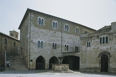 https://imgc.artprintimages.com/img/print/low-angle-view-of-a-building-silvestri-square-bevagna-perugia-province-umbria-italy_u-l-pv8csk0.jpg?p=0