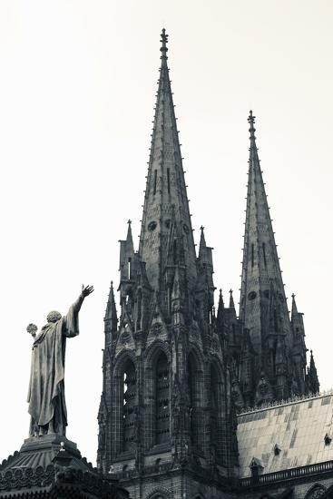 Low Angle View of a Cathedral, Cathedrale Notre-Dame-De-L'Assomption, Clermont-Ferrand--Photographic Print