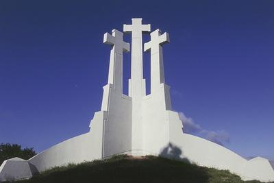 https://imgc.artprintimages.com/img/print/low-angle-view-of-a-monument-three-crosses-monument-vilnius-lithuania_u-l-pv7fx70.jpg?p=0