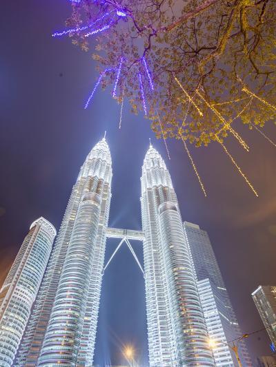 Low Angle View of the Petronas Twin Towers, Kuala Lumpur, Malaysia, Southeast Asia, Asia-Gavin Hellier-Photographic Print