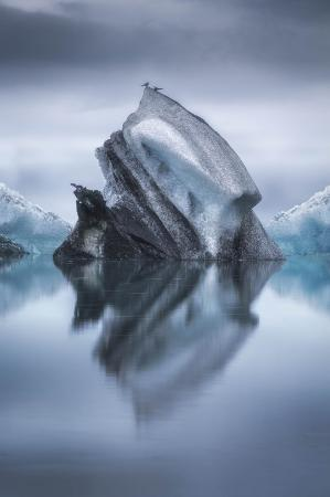 lucie-bressy-landing-on-iceberg