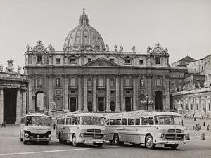 Pullman of the Faithful in St Peter's Square by Luigi Leoni
