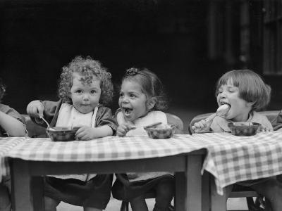 Lunchtime--Photographic Print