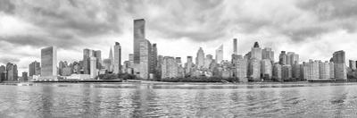 New York City Black and White Panoramic View from the Roosevelt Island by Maciej Bledowski