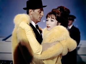 Madame croque maris, WHAT A WAY TO GO by LEETHOMPSON with Robert Michum and Shirley MacLaine, 1964