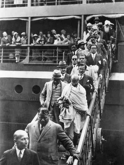 Mahatma Gandhi Alighting at Marseilles, 11th September 1931--Photographic Print