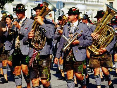 https://imgc.artprintimages.com/img/print/male-marching-band-in-traditional-costume-during-oktoberfest-munich-germany_u-l-p3s07l0.jpg?p=0