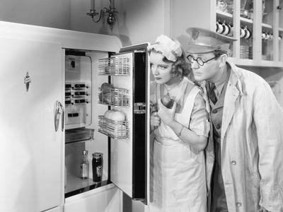 https://imgc.artprintimages.com/img/print/man-and-woman-standing-in-front-of-a-refrigerator_u-l-q1bw6040.jpg?p=0