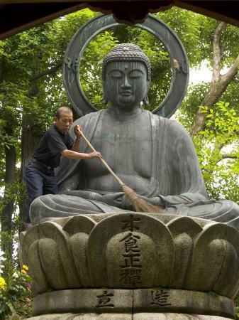 https://imgc.artprintimages.com/img/print/man-cleaning-a-buddha-statue-shinnyo-do-temple-kyoto-kinki-japan_u-l-p1zmn80.jpg?p=0