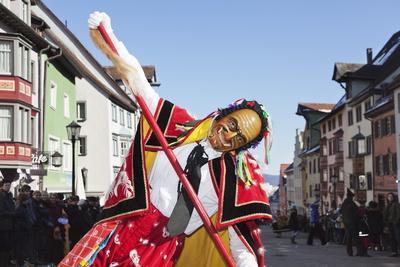 https://imgc.artprintimages.com/img/print/man-in-traditional-costume-federahannes_u-l-png33d0.jpg?p=0