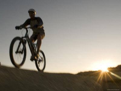 https://imgc.artprintimages.com/img/print/man-mountain-bikes-on-slickrock-in-wyoming_u-l-p2xkxw0.jpg?p=0