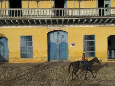 https://imgc.artprintimages.com/img/print/man-riding-horse-past-the-galeria-del-arte-art-gallery-plaza-mayor-trinidad-cuba_u-l-p1ldff0.jpg?p=0