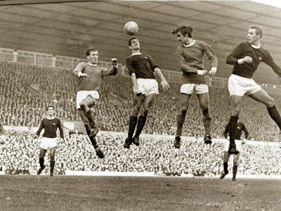 https://imgc.artprintimages.com/img/print/manchester-united-vs-arsenal-football-match-at-old-trafford-october-1967_u-l-pxs4p00.jpg?p=0